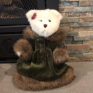 "8"" Boyd's Bear, Isabelle Dickens"
